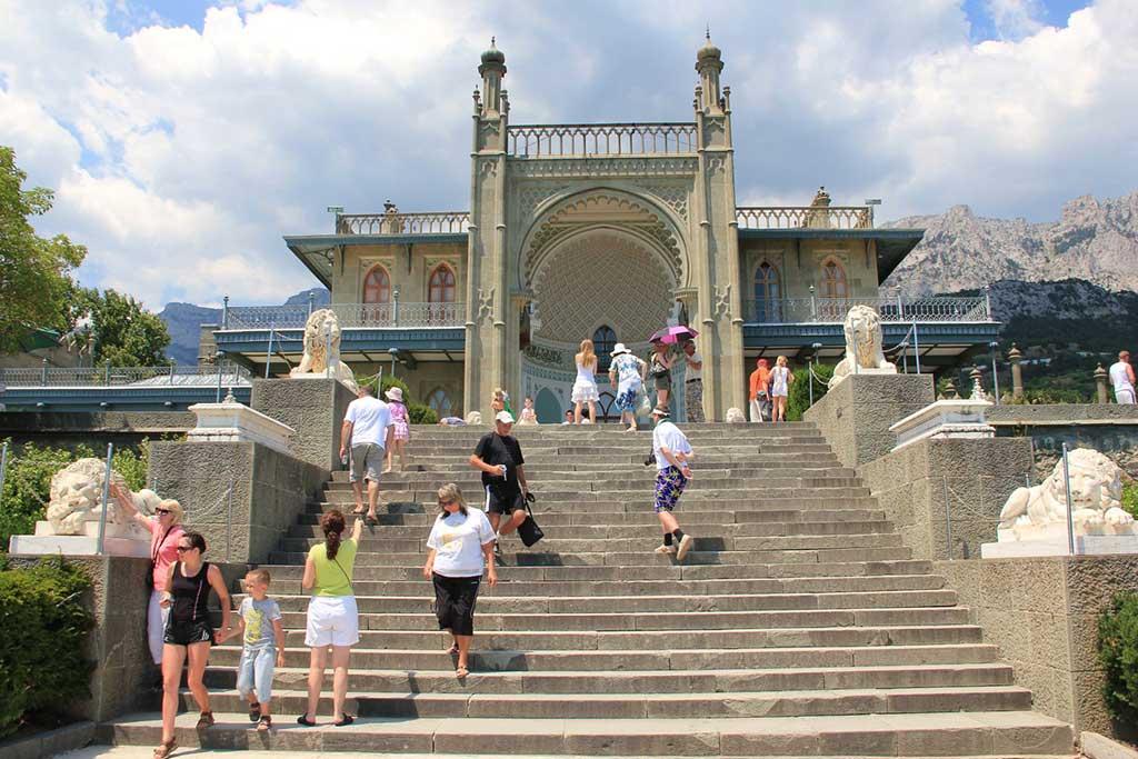 Воронцовский дворец ≈ 1 км